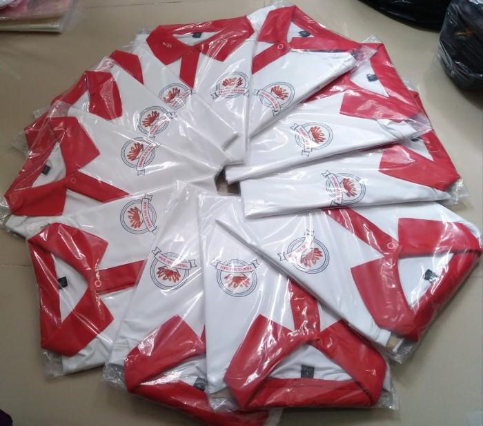 Đồng phục quán ăn cổ trụ màu trắng phối đỏ đẹp1
