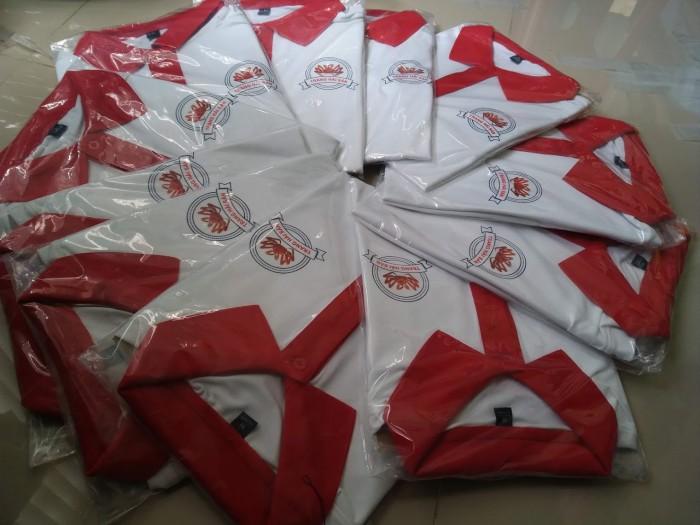 Đồng phục quán ăn cổ trụ màu trắng phối đỏ đẹp2