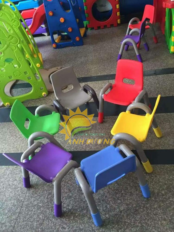 Cung cấp sỉ - lẻ ghế nhựa đúc có tay vịn dành cho trẻ nhỏ mầm non3