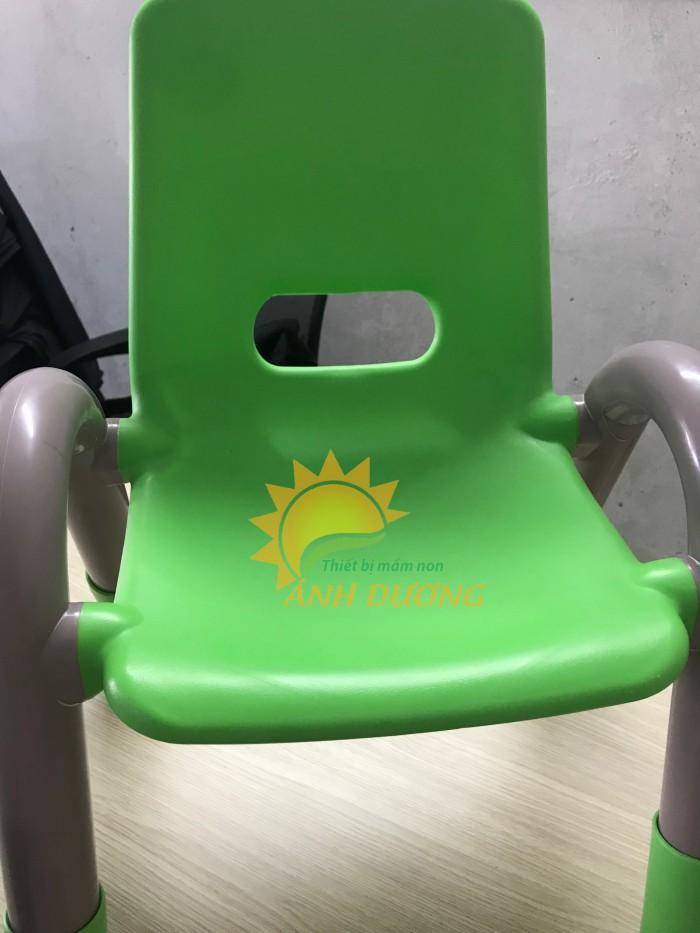 Cung cấp sỉ - lẻ ghế nhựa đúc có tay vịn dành cho trẻ nhỏ mầm non4