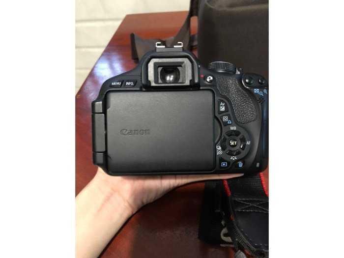 Cần bán máy Canon EOS 600D ít dùng còn mới2
