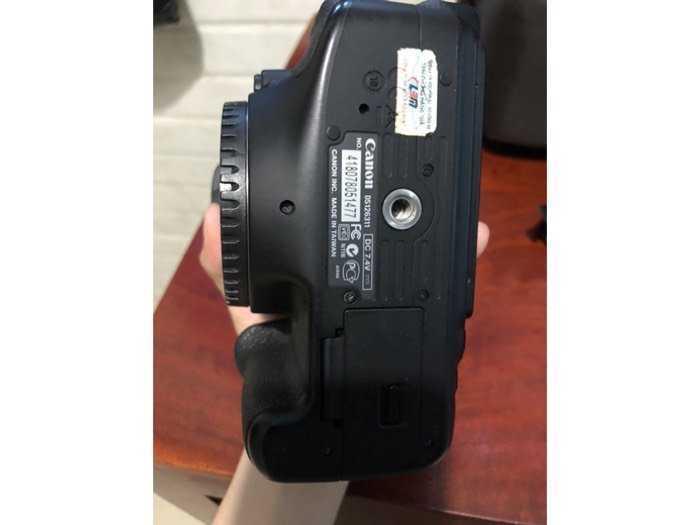 Cần bán máy Canon EOS 600D ít dùng còn mới3