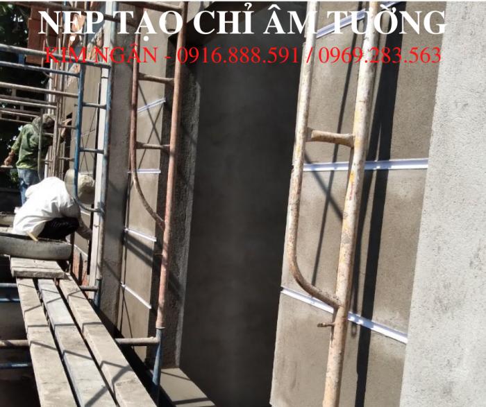 Nẹp nhựa cắt chỉ âm tường dạng chữ U, kích thước 20x12mm tại dự án nhà phố tỉnh Đồng Nai.0
