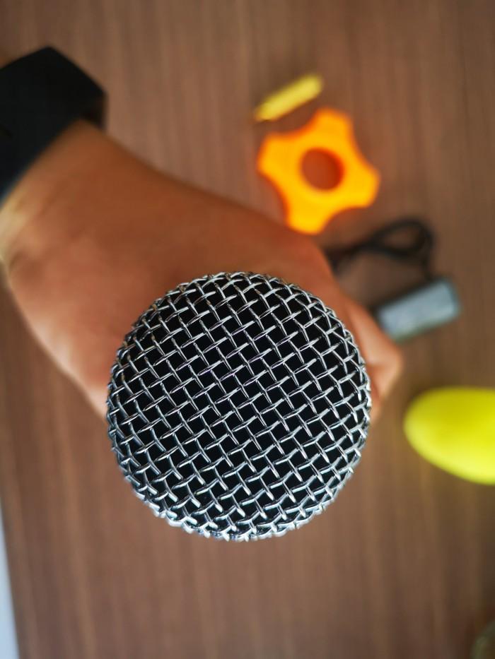 Độ nhạy âm cao Sở hữu độ nhạy âm cao do đó mẫu micro này cho khả năng hút âm tốt, thu được những âm thanh cực kì nhỏ. 4
