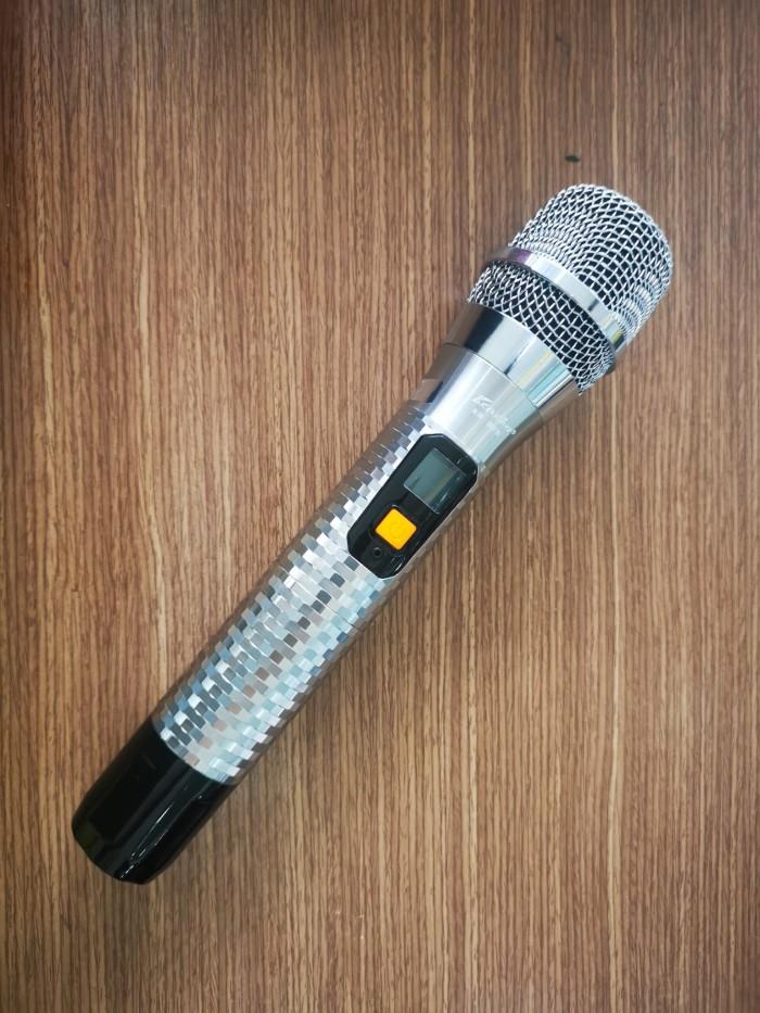 Ngoài ra mức độ đáp tuyến tần số rộng, từ 20Hz-17.5kHz giúp cho âm thanh phát ra trong trẻo và sáng hơn. Sở hữu kích thước nhỏ gọn cùng tông màu đen xám giúp cho mẫu Micro PU11 trở nên sang trọng và đẳng cấp hơn. 5