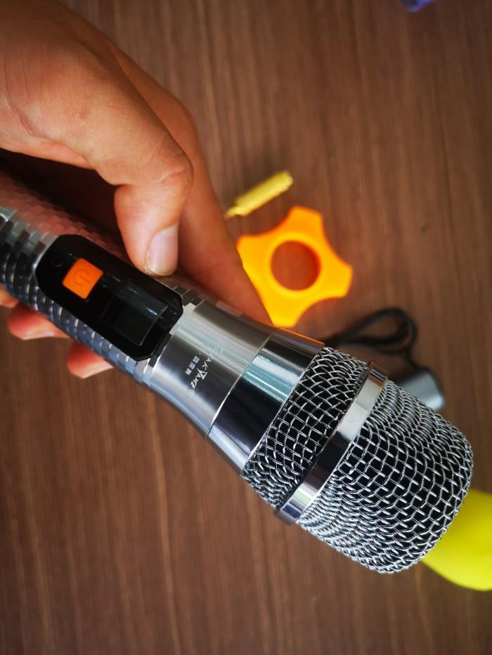 Thông Tin Chung Loại: Không dây Băng Tần: UHF 700MHz-800MHz Đáp tuyến tần số: 20Hz-17.5kHz Công Suất Phát Sóng: 10mW Xuất Xứ & Bảo Hành  Sản Xuất TạiTrung quốc Bảo Hành6 tháng7