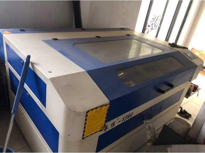 Cần bán máy CNC Laser 1390 130w cắt quảng cáo0
