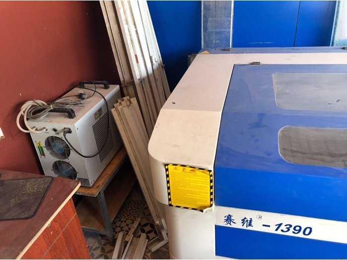 Cần bán máy CNC Laser 1390 130w cắt quảng cáo1