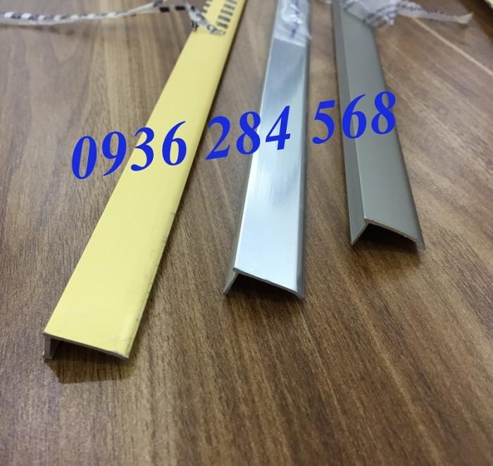 - Tên sản phẩm: Nẹp nhôm kết thúc sàn, nẹp nhôm chữ L - Nguyên liệu: Hợp kim nhôm, mạ anode - Ứng dụng: Để nẹp kết thúc sàn gỗ, sàn nhựa, nẹp chân tường, trang trí vị trí tiếp giáp giữa sàn và tường trong trang trí nội thất. - Quy cách: 2cm (rộng) x 0,8cm (cao) x 270cm (dài) - Màu sắc: màu vàng, màu nhôm, màu inox, màu sâm banh bóng, sâm banh mờ 3