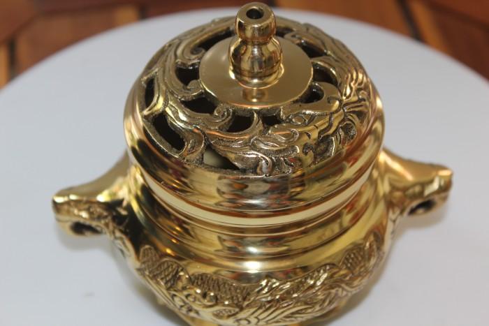 Đỉnh xông trầm bằng đồng vàng nguyên chất1