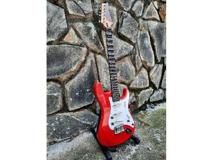 Bán Đàn Điện guitarPhím lõm tại Biên Hòa1