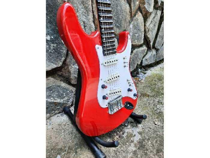 Bán Đàn Điện guitarPhím lõm tại Biên Hòa3