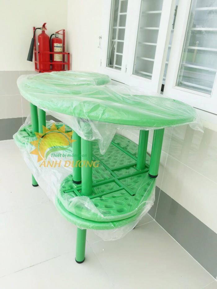 Bàn nhựa hình vòng cung dành cho trẻ em mẫu giáo, mầm non6