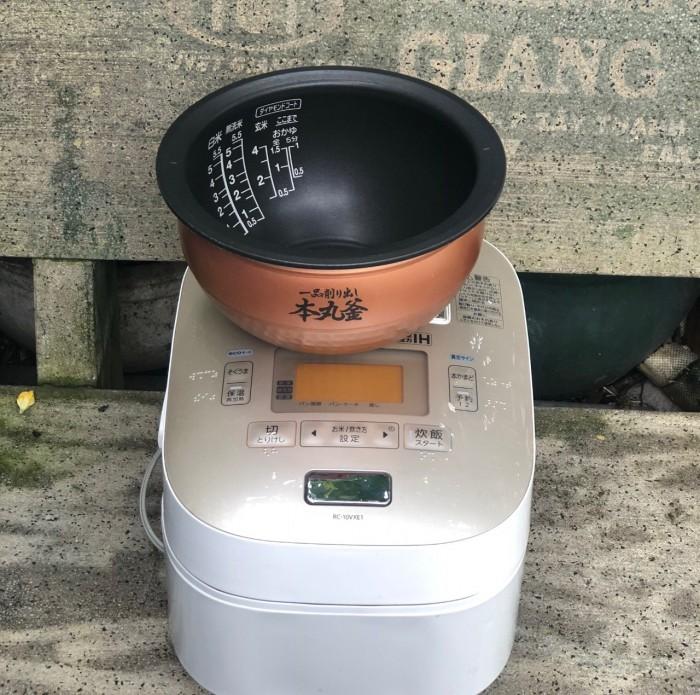Nồi cơm TOSHIBA RC-10VXE1 1Lít0