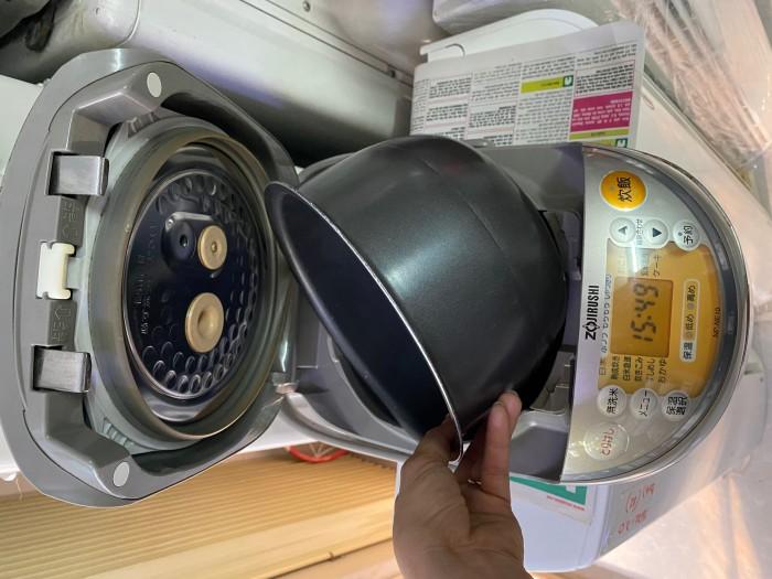 Nồi cơm điện zojirushi 1L np-ne10 có áp suất2
