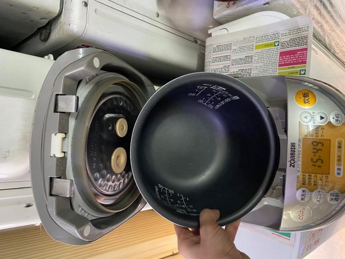 Nồi cơm điện zojirushi 1L np-ne10 có áp suất3