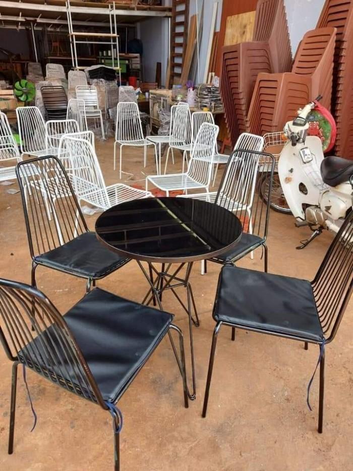 Bộ bàn ghế cafe sắt sơn tĩnh điện giá tại xưỡng4