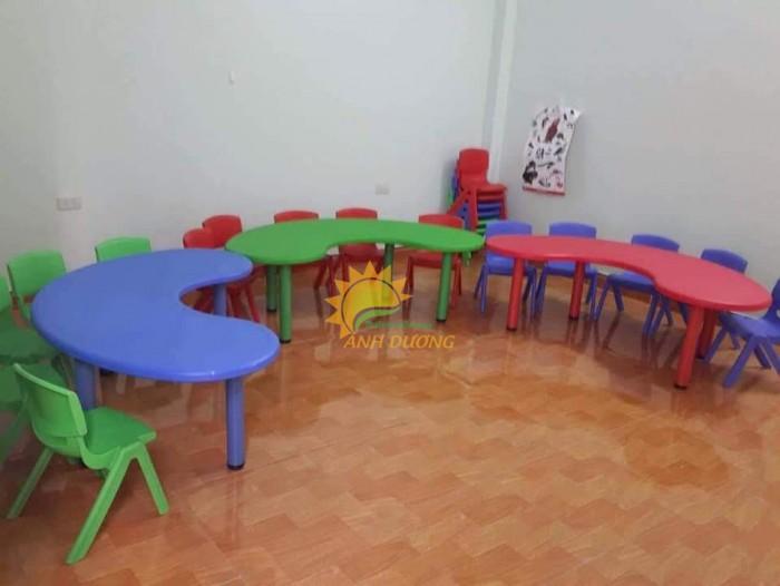 Bàn và ghế nhựa chắc chắn, nhiều màu sắc cho trẻ em mầm non4