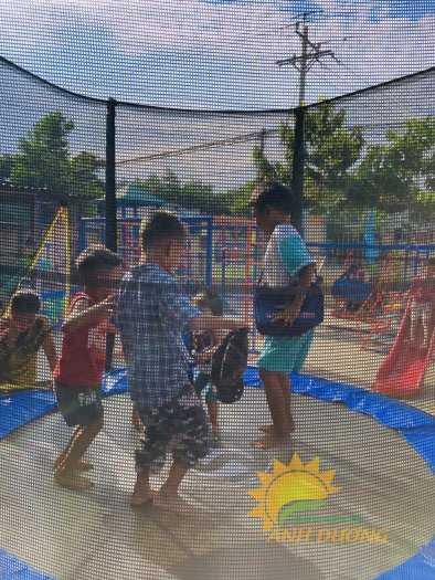 Cần bán sàn nhún nhảy vận động dành cho trẻ em mầm non giá TỐT3