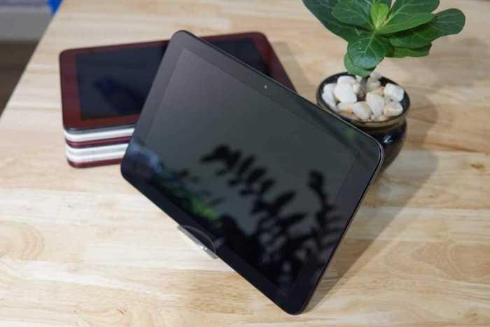 Máy tính bảng Nhật Bản Giá rẻ : Kyocera Quatab QZ 10 Inch : 2 triệu 350 nghìn đồng2