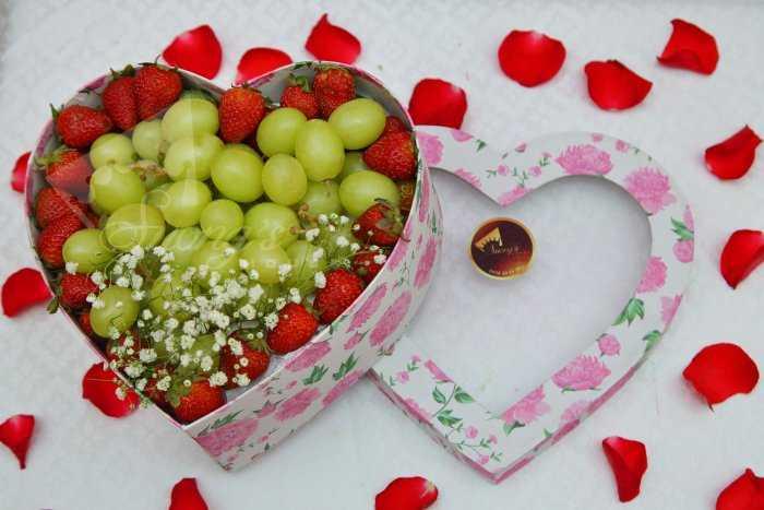 Quà tặng sinh nhật, 20/10 hộp quà trái cây nhập khẩu dâu tây nho Mỹ ỹ1