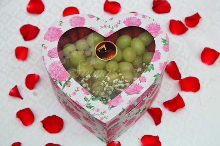 Quà tặng sinh nhật, 20/10 hộp quà trái cây nhập khẩu dâu tây nho Mỹ ỹ0