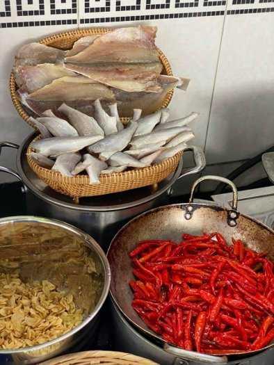 Gói 500gr Cá đù cháy bơ tỏi ớt cay thơm ngon - Food by Mama4