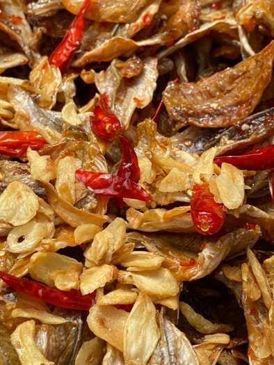 Gói 500gr Cá đù cháy bơ tỏi ớt cay thơm ngon - Food by Mama0