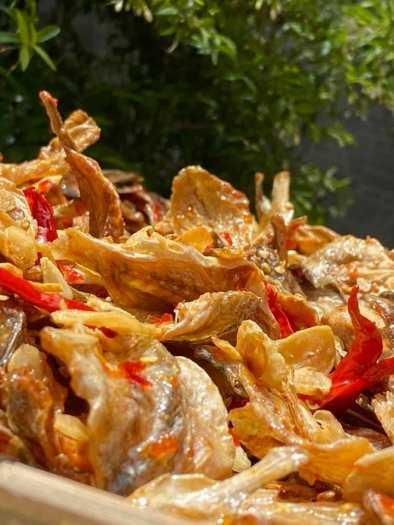Gói 500gr Cá đù cháy bơ tỏi ớt cay thơm ngon - Food by Mama1