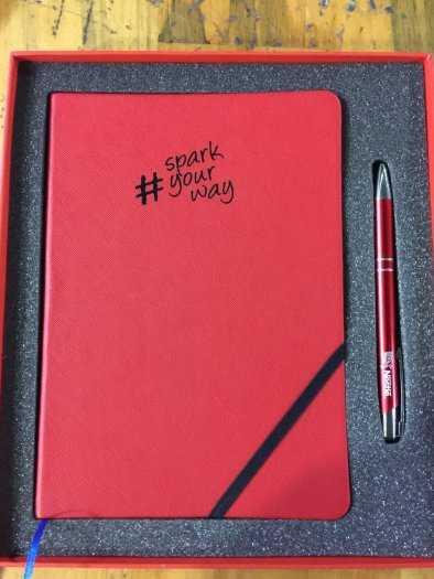 Sổ da, bút, ví namecard, bình giữ nhiệt khắc logo quảng cáo4
