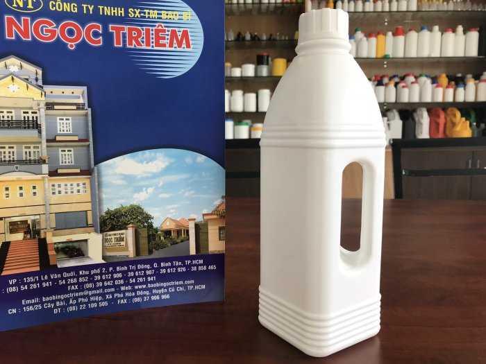 Bình Nhựa 1 Lít Vuông Quai (B-022) - Bao Bì Ngọc Triêm1