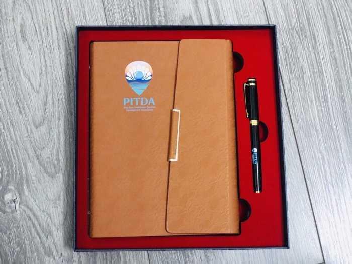 Sổ da,bút, usb, bình giữ nhiệt, sạc dự phòng in logo theo yêu cầu1