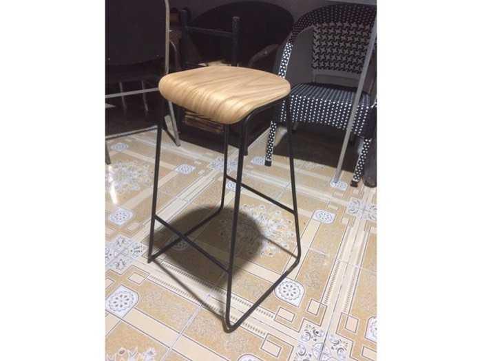 Thanh lý ghế bar khung sắt mặt gỗ giá rẻ0