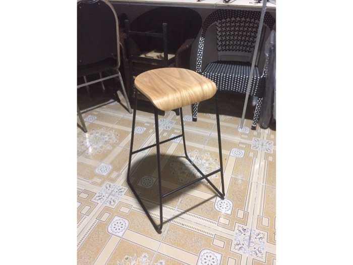 Thanh lý ghế bar khung sắt mặt gỗ giá rẻ1