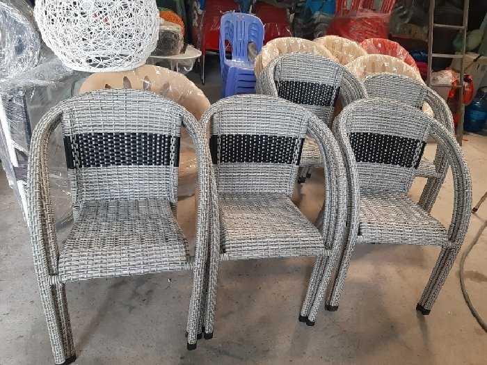 Bàn ghế nhựt trắng đen làm bằng nhựa giá2