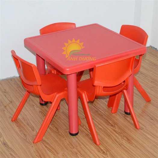 Chuyên cung cấp bàn nhựa hình vuông nhập khẩu cho trường lớp mầm non, gia đình1
