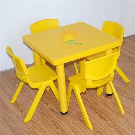 Chuyên cung cấp bàn nhựa hình vuông nhập khẩu cho trường lớp mầm non, gia đình2