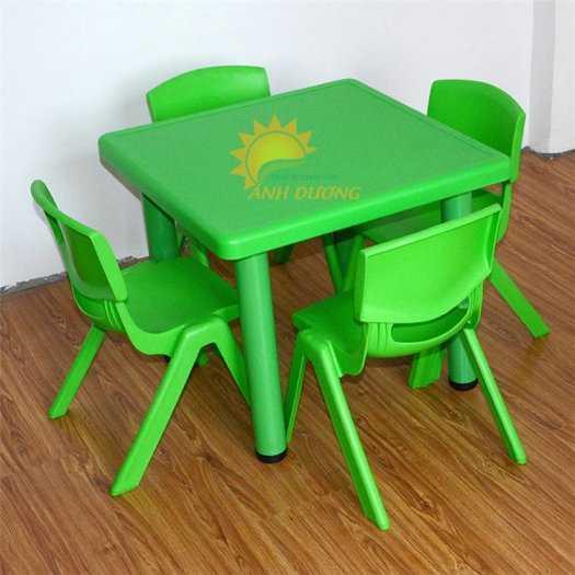 Chuyên cung cấp bàn nhựa hình vuông nhập khẩu cho trường lớp mầm non, gia đình0
