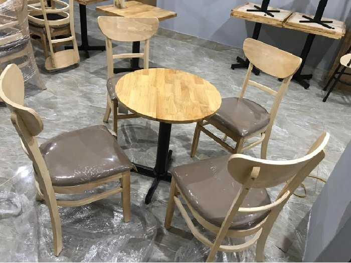 Bàn ghế gỗ cafe bọc nệm giá rẻ.