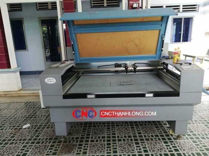 Máy laser 1610-2 đâu chuyên cắt khắc vải , mica , alu , gỗ ,....1