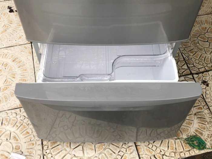 Tủ lạnh nội địa Hitachi R-S42BML 415 L đời 2012 ,công nghệ mới  #S42BMTtủ lạnh 5 cánh vừa đẹp trong lẫn ngoài mà còn tiết kiệm điện. Tủ còn mới >90% mặt trước không trầy xước, tiết kiệm điện 210kwh/năm 1 ngày chưa đến 1 số điện nha  Ngoài ra, khi mở cửa t3