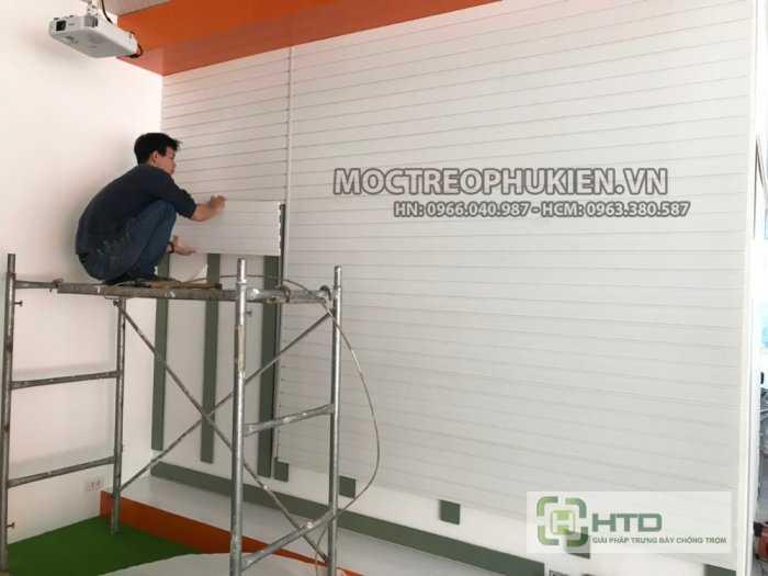 Tấm rãnh nhựa PVC cài móc treo, tấm slatwall PVC3