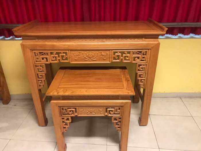 Bộ cặp bàn thờ và bàn cúng gõ đỏ triện hoa sen 1,53m SD10213