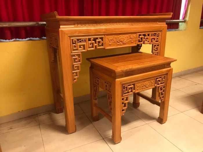 Bộ cặp bàn thờ và bàn cúng gõ đỏ triện hoa sen 1,53m SD10210