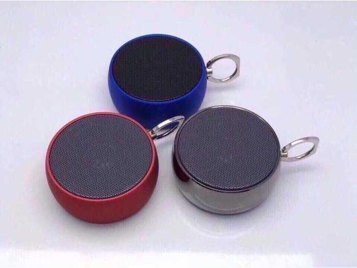Loa Bluetooth nghe cực hay và chất , có báo dung lượng pin khi kết nối BS-021