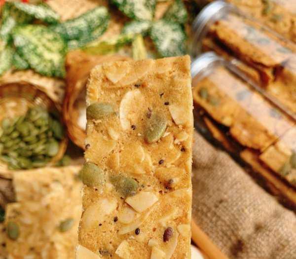 Hủ 150gr Bánh hạnh nhân hạt chia bí xanh đường ăn kiêng - Food by Mama2