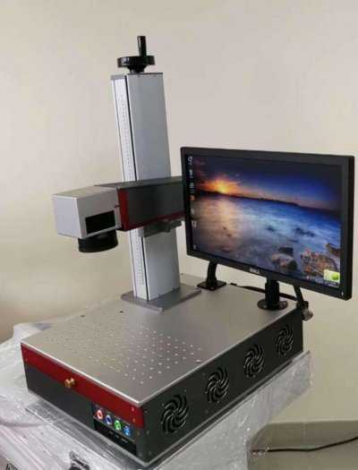 Máy khắc laser fiber1