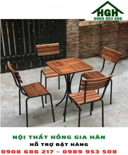 Bàn ghế cafe chân sắt Hồng Gia Hân0