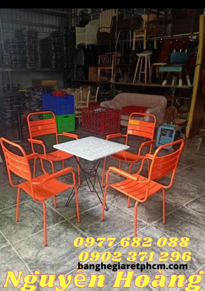 Bộ 1 bàn mặt đá, 4 ghế chân sắt Nội Thất Nguyễn Hoàng0
