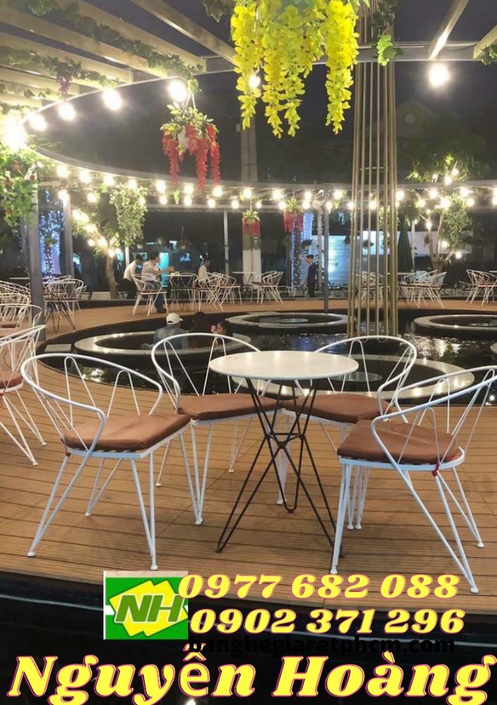 Ghế sắt nệm thái và bàn bộ 4 món Nội Thất Nguyễn Hoàng Sài Gòn0